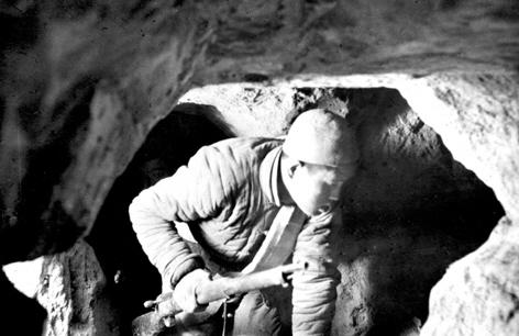 地道战电影_大扫荡后的残酷环境,促进了地道战的全面发展.