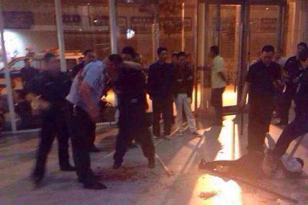 男子酒后持狗腿刀欲进沈阳火车站,民警砍头被连盘查部是高中不等式解法图片