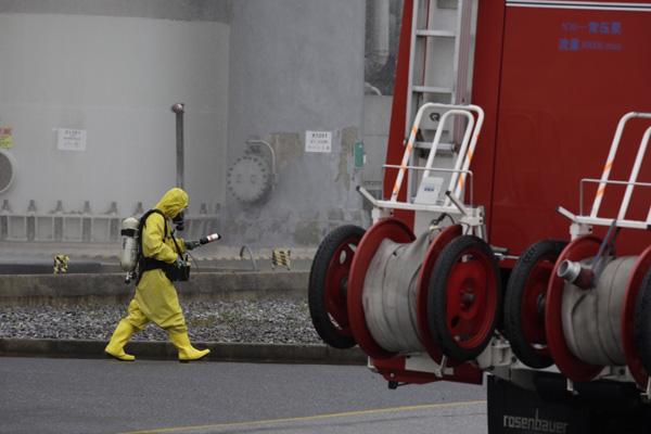 上海开展特种设备事故处置演练:化工厂氨泄漏起火一
