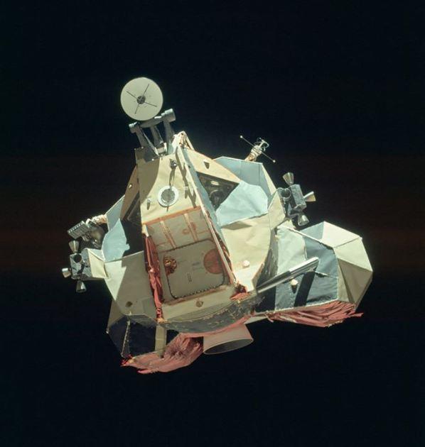 NASA公布8400多张登月照片 - XYZ - 余 水 ( XYZ )