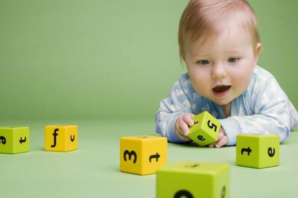 天才小时候都玩什么?这10个游戏能让1岁内宝