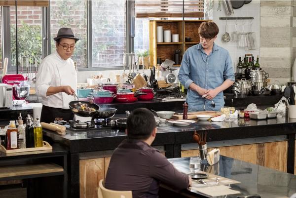 性感风靡的男人最美食!美食正在料理节目做饭韩国东方男性视频图片