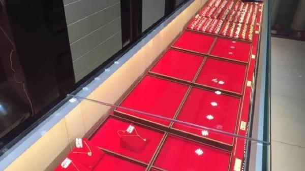 广东茂名一珠宝店遭凿墙盗窃,价值百万5公斤黄金首饰被盗