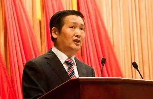 肖文荪生前担任柳州市委副书记,市长.