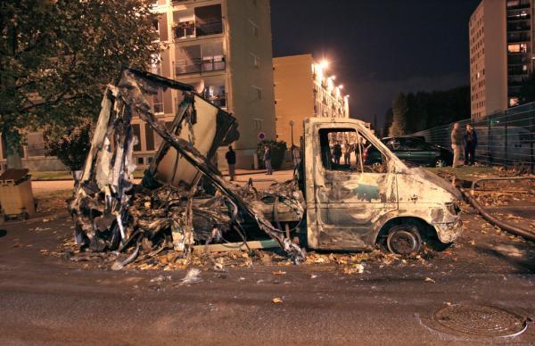 巴黎恐袭背后的郊区病与极端派