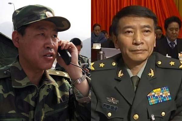 成都军区现役少将p02210102_西藏军区司令员许勇(左),西藏军区政委刁国新由少将军衔晋升中将军衔.