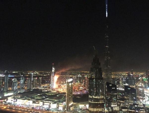 哈利法塔的新年跨年焰火表演按计划进行