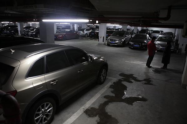 个别小区停车费暴涨,上海两管理部门建议恢复政府