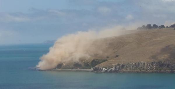 紐西蘭基督城地震 現場:一山崖轟然倒塌(視頻)