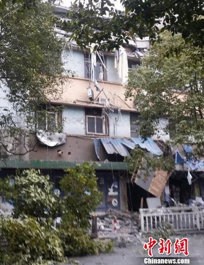 """江西萍乡野蛮装修致楼层坍塌6死1伤,管理部门被指""""抓瞎"""""""