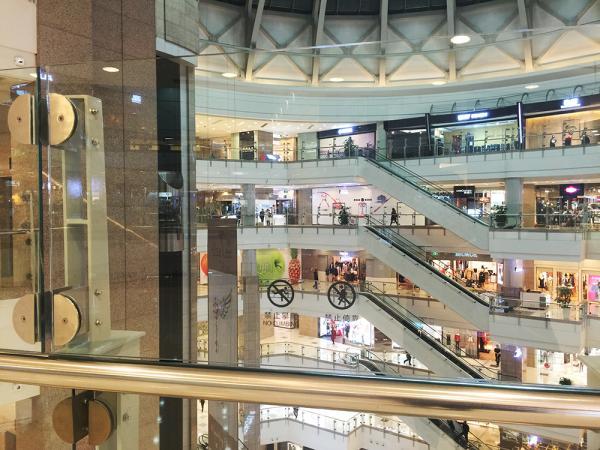 上海徐家汇汇金百货商场内一女子从7楼坠亡