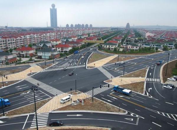 城市道路交叉口该怎么办