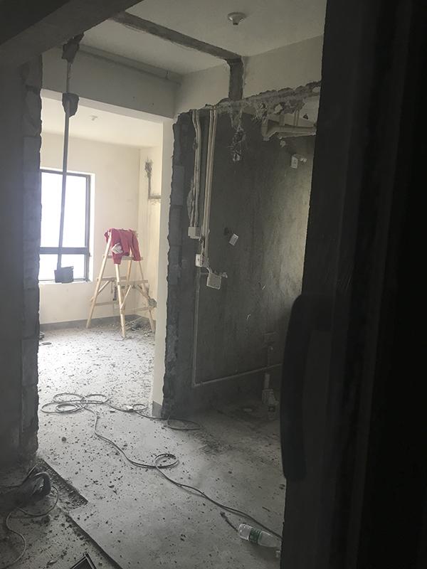 上海一经适房小区承重墙屡被敲,房管人员称房型打算不公平