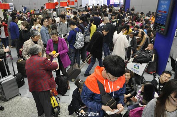 成都机场在发布了大面积航班延误黄色