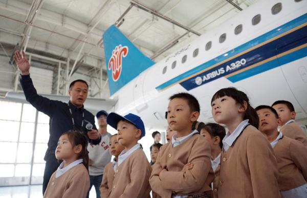 配载员要根据不同的飞机机型