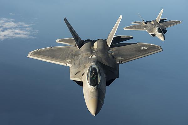 相对于f-35 ,f-22维护工作最大的难点在于其二元矢量喷口和机身上的