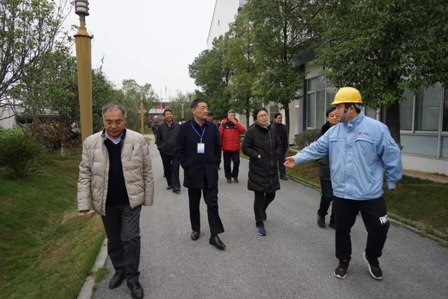 作家采风团考察岳阳市马壕污水处理厂