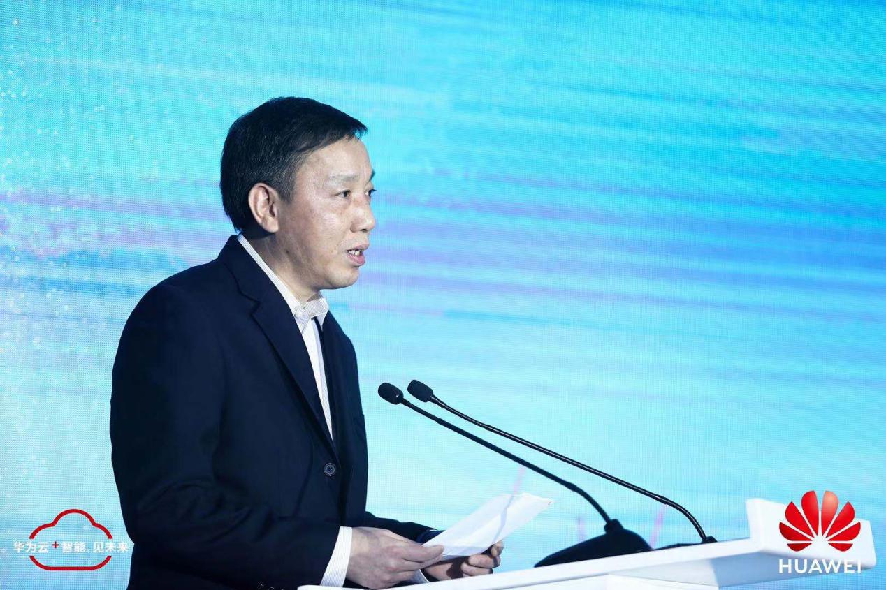 上海市人民当局副秘书长陈鸣波