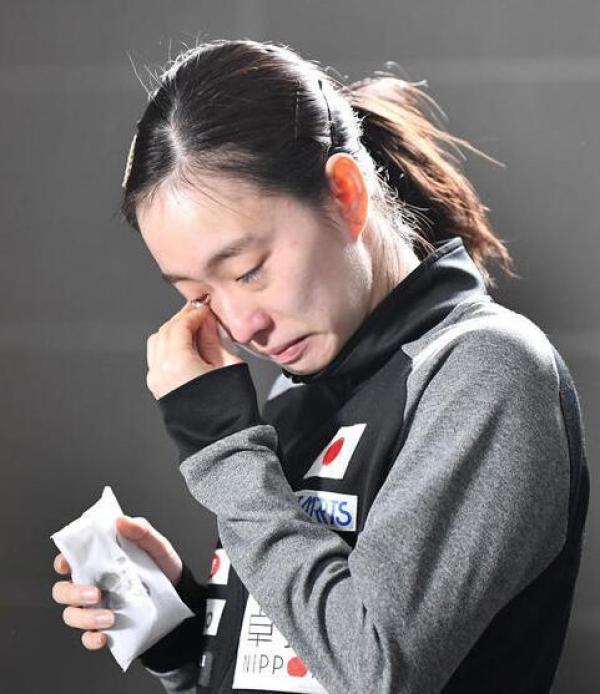 日本乒乓女将泪洒【赛场:为了奥运资格,她们』和队友拼命了