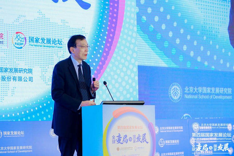 刘世锦表示,中国汽车销量下降的原因在于收入差距正在扩大。