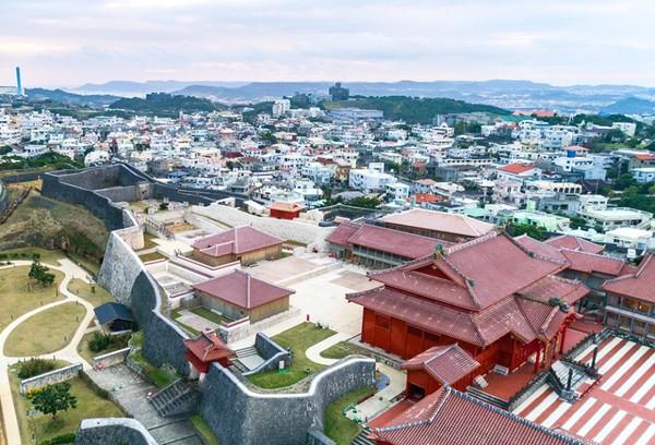 资料图:从上空拍摄的首里城(首里城官方网站)