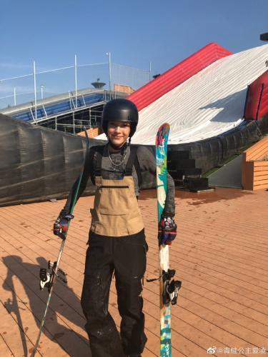 在自由式滑雪这项运动中,谷爱凌是有天赋的,但取得如今的成就自然也离不开精神属性。图片来源:谷爱凌个人微博
