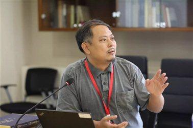 石立善教授在文研院邀访学者论坛上发言(摄于2019年秋天)