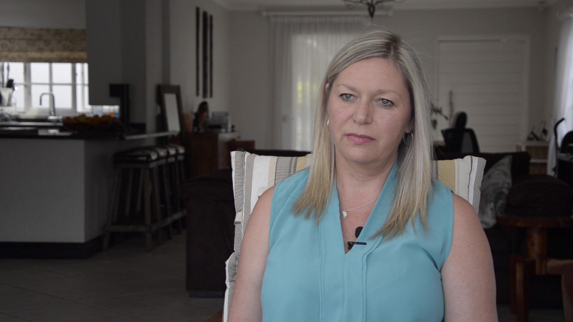 绑架案幸存者曼迪·皮耶那在她位于南非约翰内斯堡佛维斯的家中,2019年9月30日。汤森路透基金会Kim Harrisberg摄。