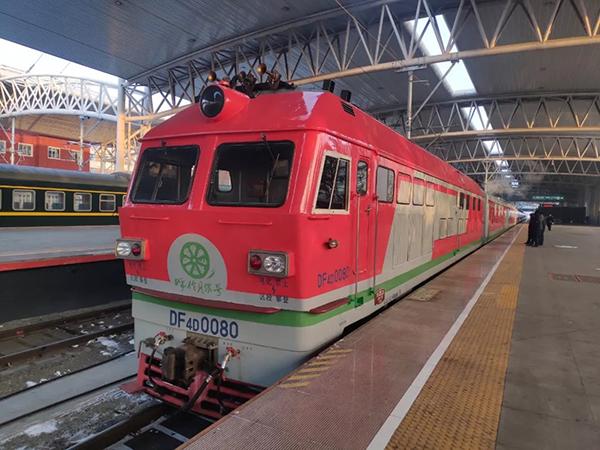 """""""呼伦贝尔号""""列车上线运营:填补国内铁路高端旅游市场空白"""