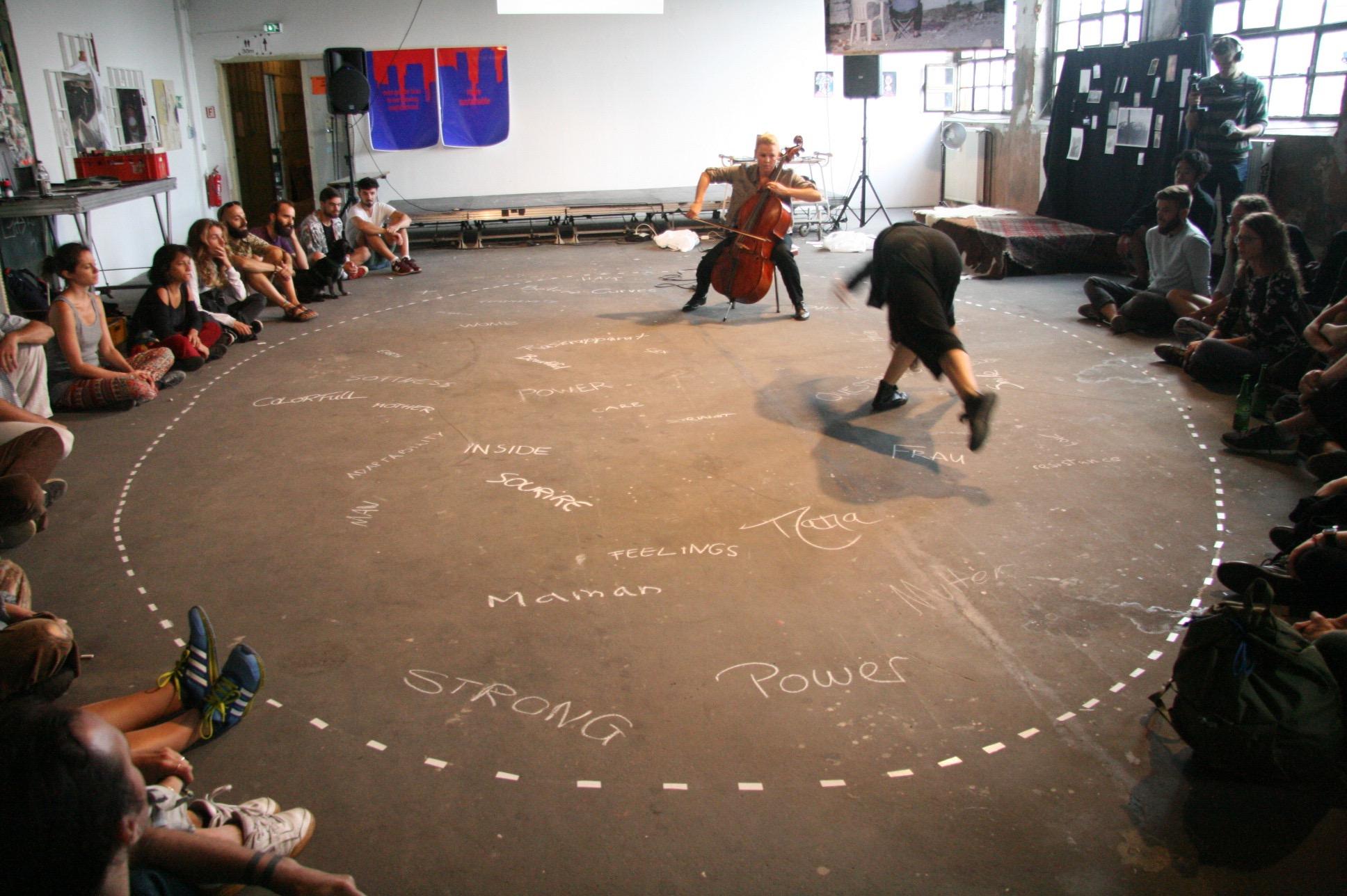 柏林艺术家自发的展览与现场表演 Flutgraben图