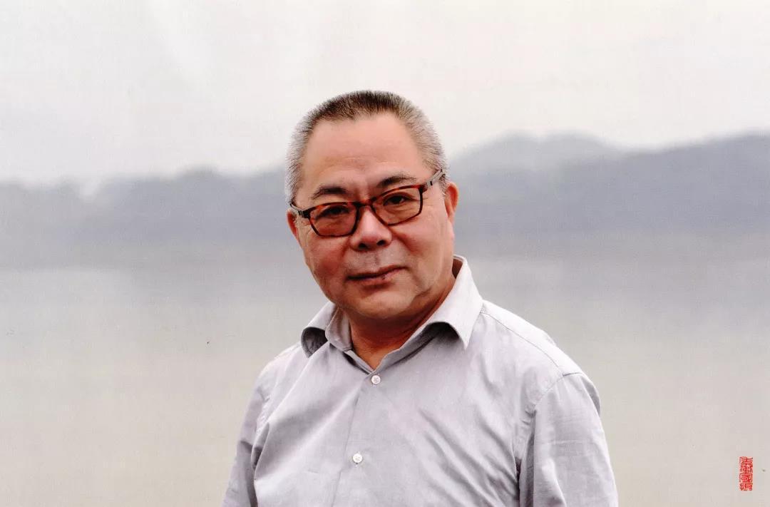 """应启明,高级编辑,1986年入职上海电视台主要从事纪录片工作,个人代表作《毛泽东在陕北》、《长征·世纪丰碑》,曾任编导、制片人、社教海外中心副主任、东方卫视总策划。2004年起担任上海纪实频道主编、总监,参与策划、监制《外滩》、《大辛亥》、《教育能改变吗》、《理想照耀中国》、《喀什四章》等纪录片,获国内外重要奖项上百项,带领团队把纪实频道打造成上海文化地标。个人主要荣誉有""""上海市五一劳动奖章""""、""""长江韬奋奖""""、""""中国纪录片学院奖""""。现为纪实频道艺术总监,主要担任纪录片国际和国家级评委。"""