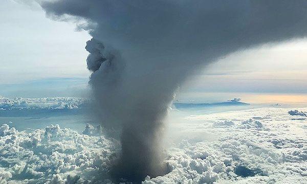 火山喷出的惊人灰柱
