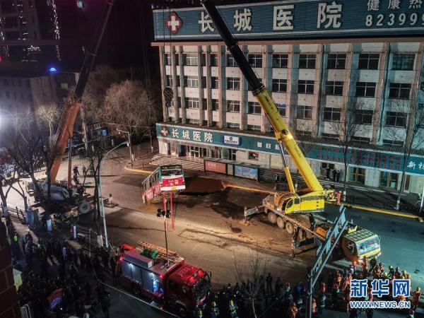 西宁南大街路面坍塌事故失联人数升至10人,医院收治15人