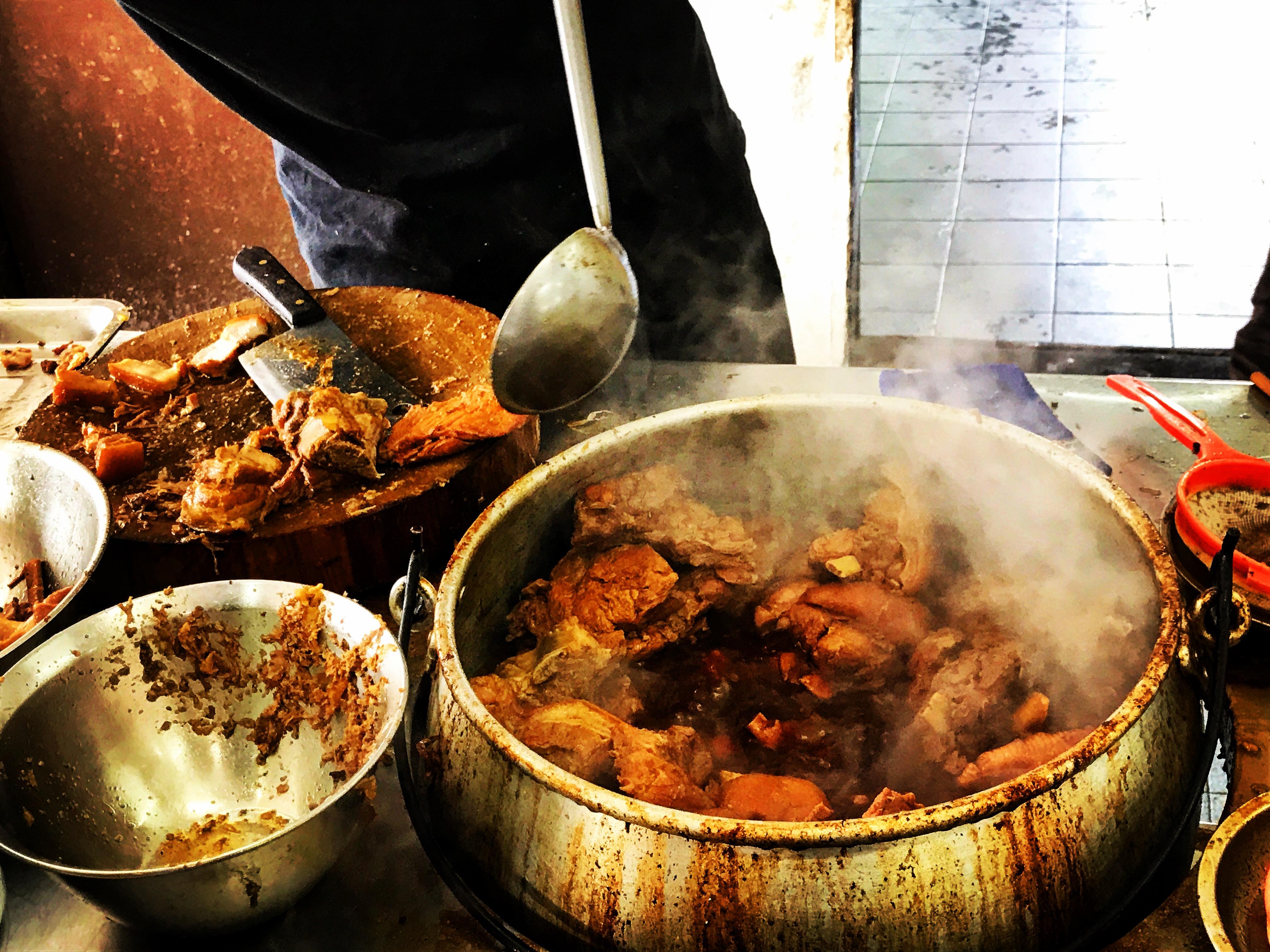 巴生肉骨茶也是新春美食之一 丁正写意 图
