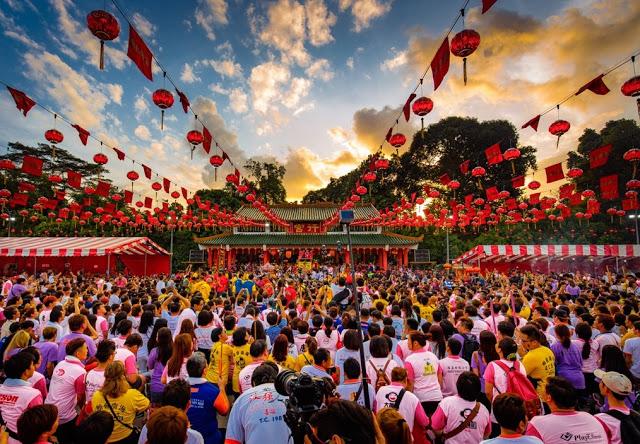 软佛古庙在多神出游前的亮灯仪式 Asia Travel Book 图