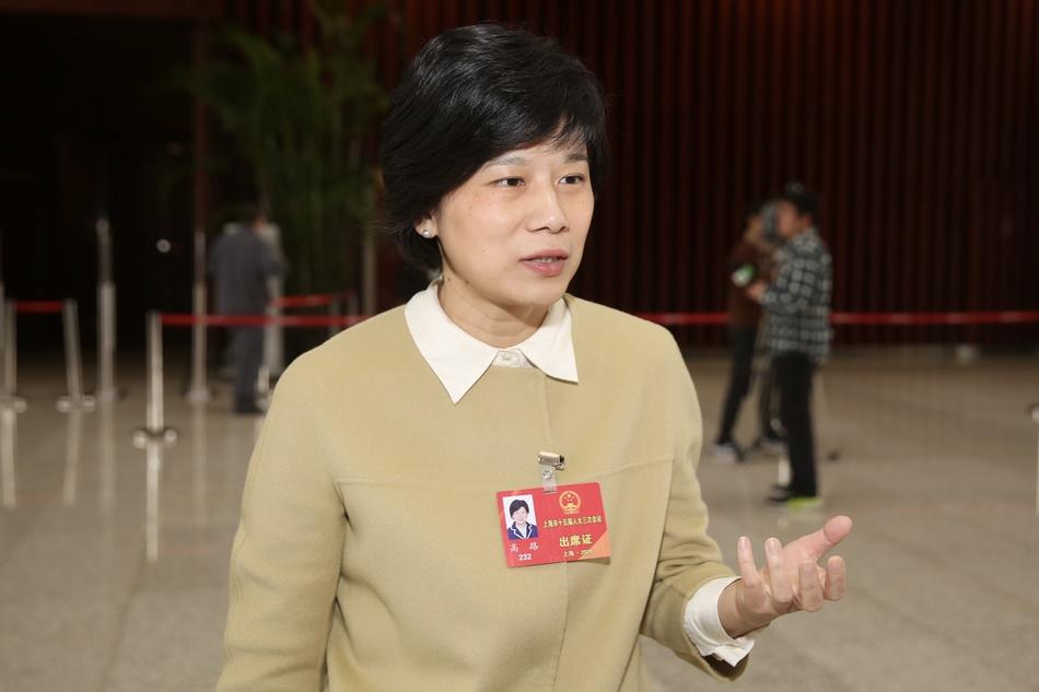 2020年1月15日,上海世博中心,高路代表会后接受澎湃新闻记者采访。澎湃新闻记者 朱伟辉 图