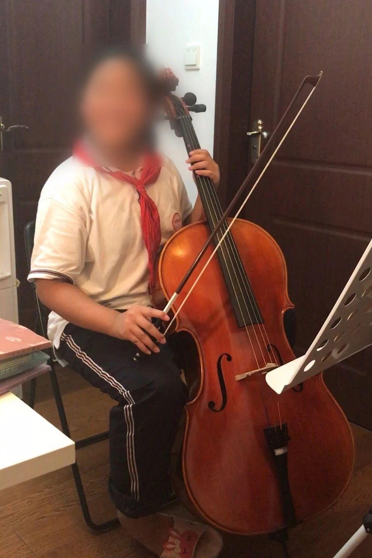陈瑾生前热爱大提琴,妈妈保存了她的演奏片段
