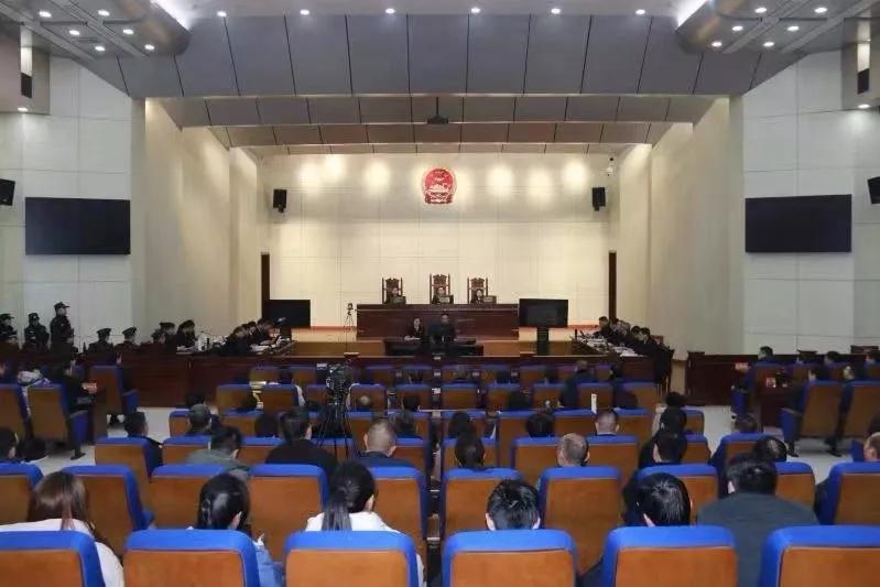 玛莎拉蒂撞宝马案庭审:谭明明当庭认罪,受害者家属求判死刑