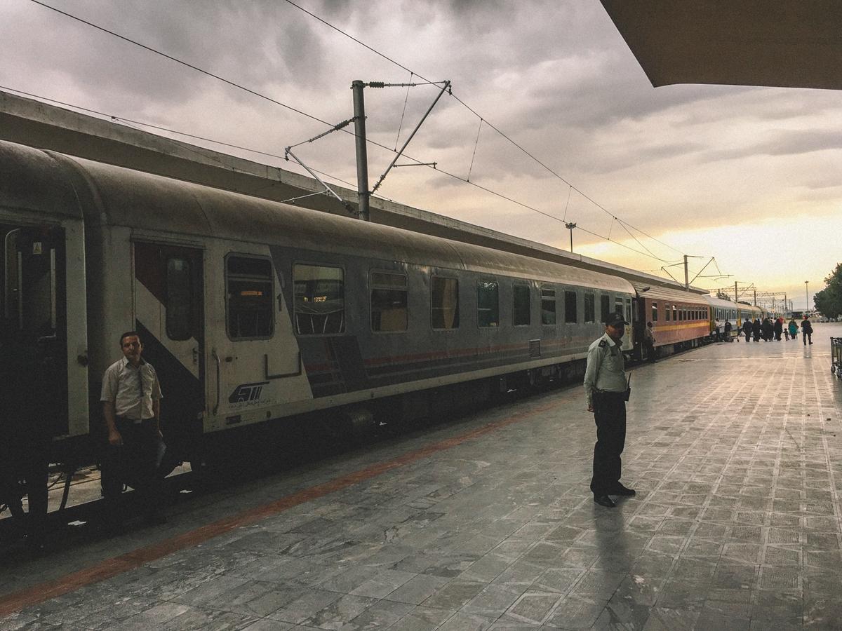 大不里士火车站的站台