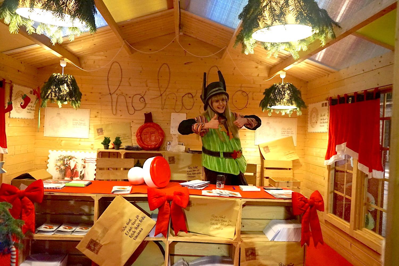 安道尔城中心的圣诞邮局