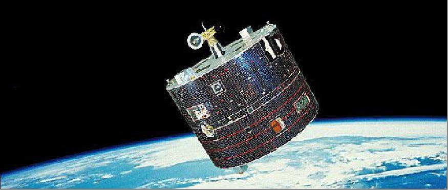 日本早期通信卫星采用当时主流的圆柱形设计。