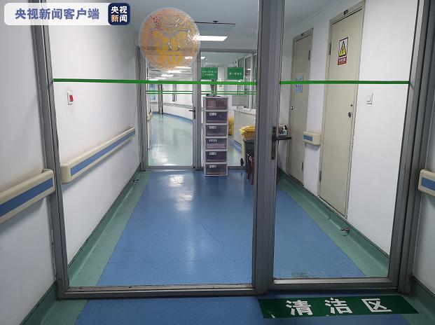 武汉市金银潭医院重症监护室门口