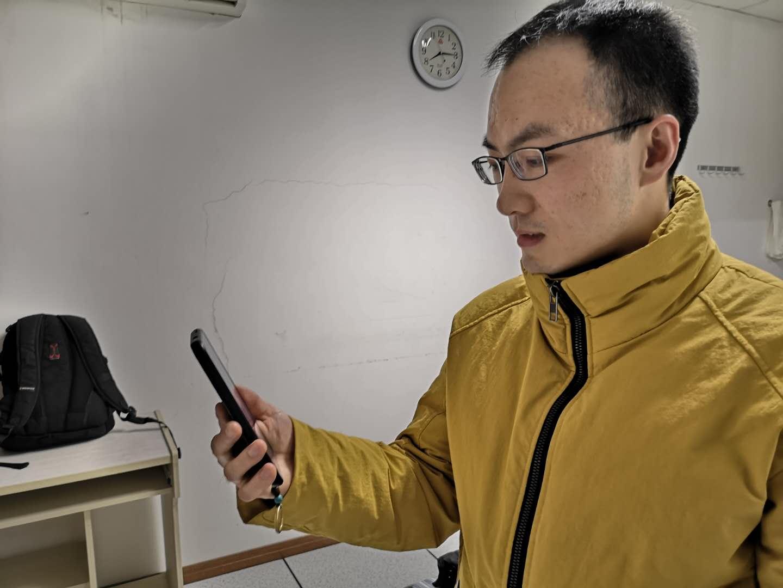 临行前,刘勇超与父母视频通话