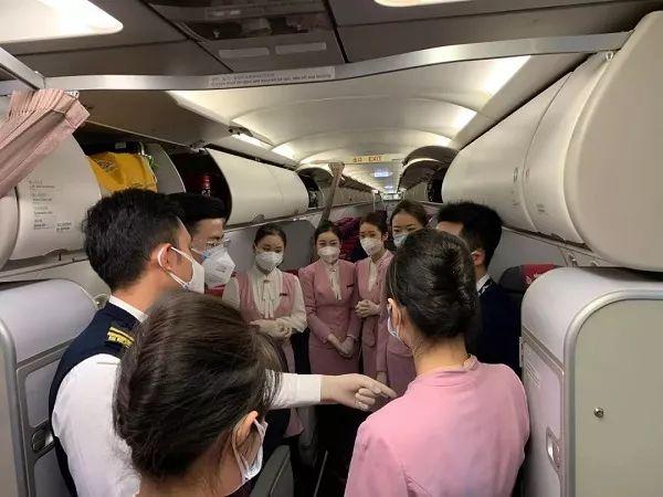 吉祥航空HO1340航班机组人员