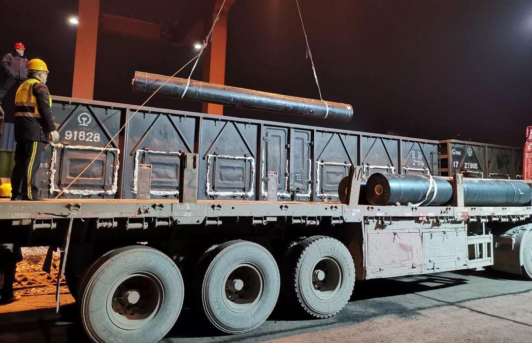 160噸建材!2萬套防護服!武漢局集團公司接續搶裝快運保供給