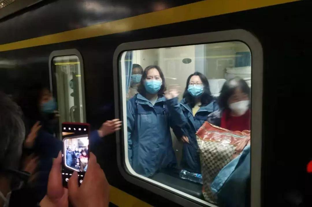 【警察故事】警察与护士冲锋在城市第一线,守护着两座城的安全与健康