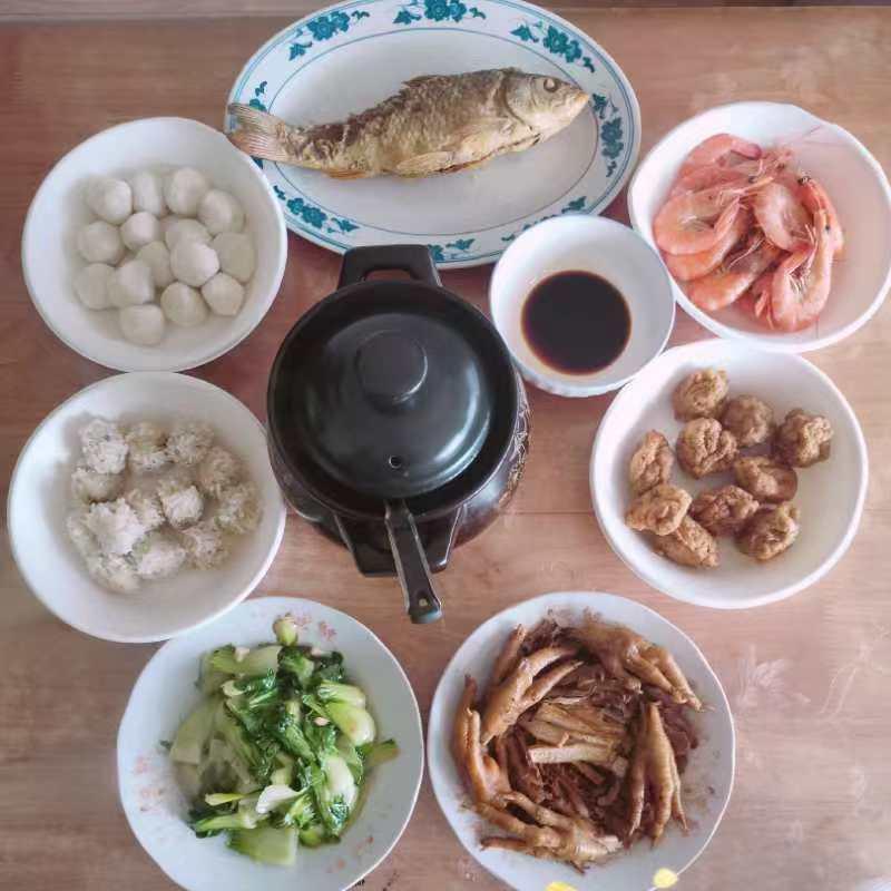 张国明一家的年饭。