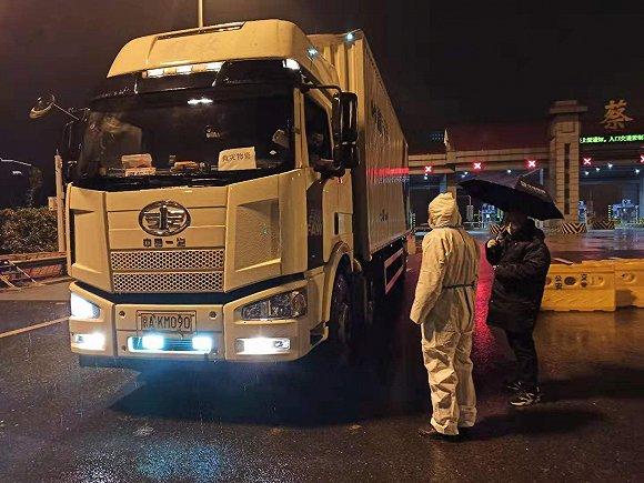快递物流企业开启国内外绿色运输通道,驰援武汉。