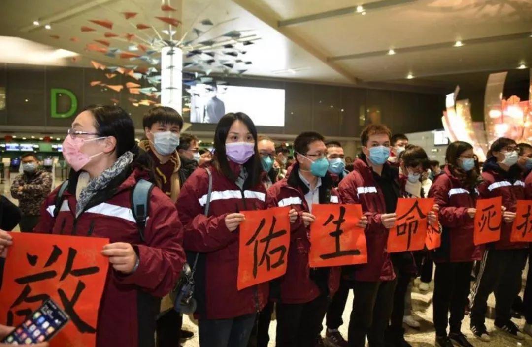 """上海市胸科医院护士 冯亮(拿""""佑""""字者)。 本文图片 金海岸微信公众号"""