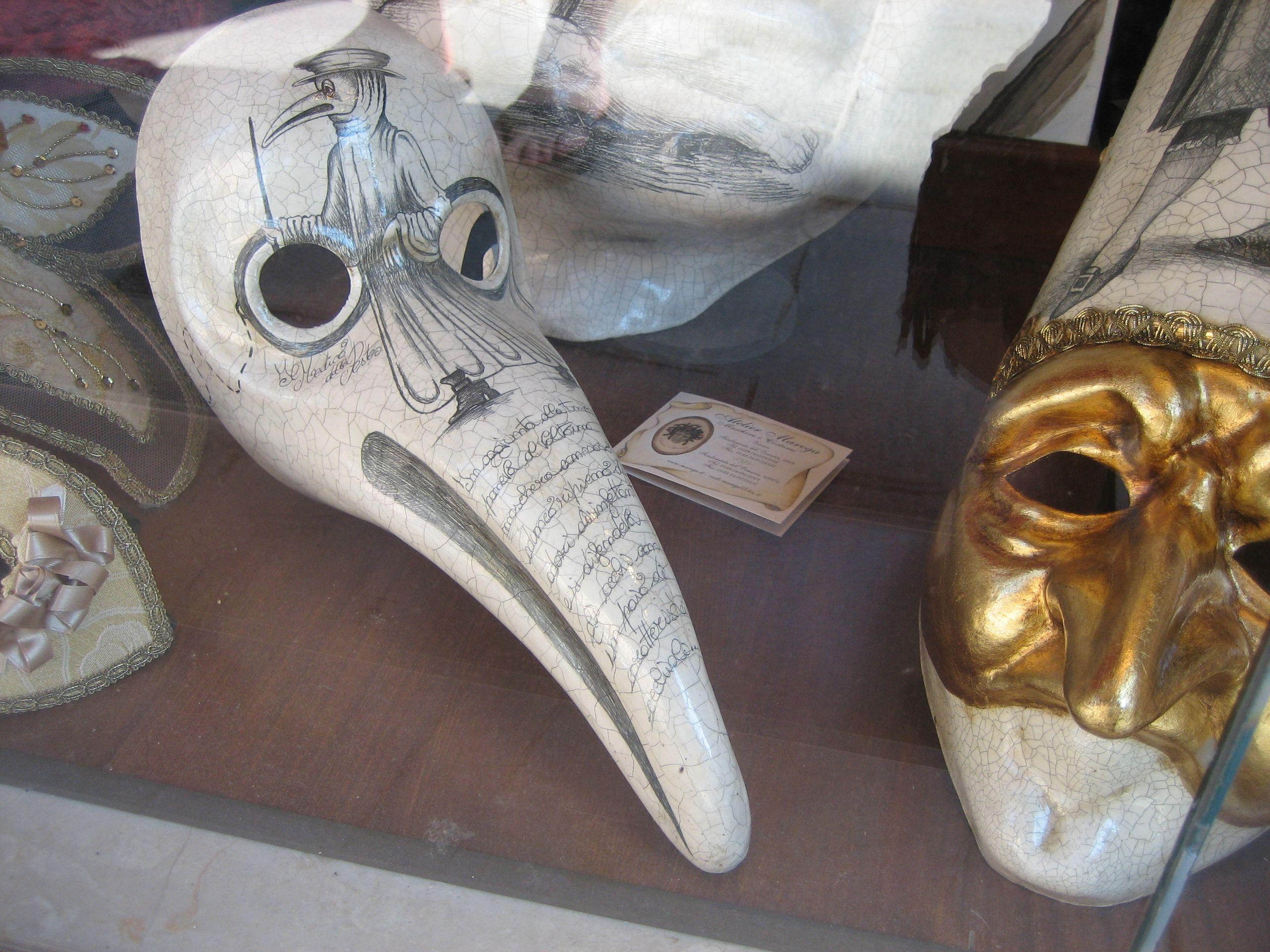 威尼斯的鸟嘴面具,来源于中世纪瘟疫医生的鸟嘴面罩